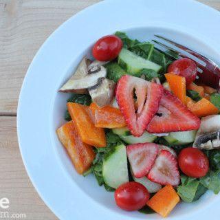 Spinach Salad with Strawberries  hipfoodiemom.com