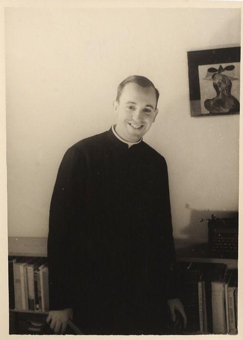 http://www.romereports.com/palio/index.php?newlang=spanish Una foto del Papa Francisco cuando era jóven