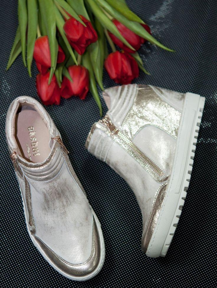 Trzewiki Eksbut w odcieniu złota z grubą, wygodną podeszwą.  #eksbut #eksbutstyle #style #fashion #springcollection #trendy #boots #women #buty #kolekcja #wiosna