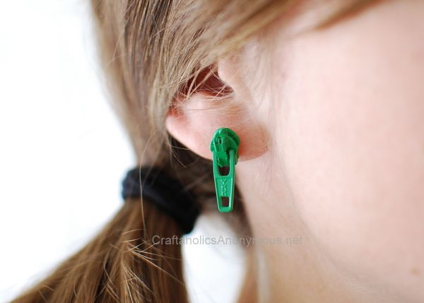 How to make Zipper Earrings! Use green zippers for St. Patrick's Day!: Zipper Earrings, Diy Fashion, Amazing Zipper, Zipper Crafts, Diy Zipper, Zip Earring, Craft Ideas, Zippers Diy