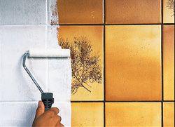Skydda köksväggen: Måla gammalt kakel och få en ny vägg