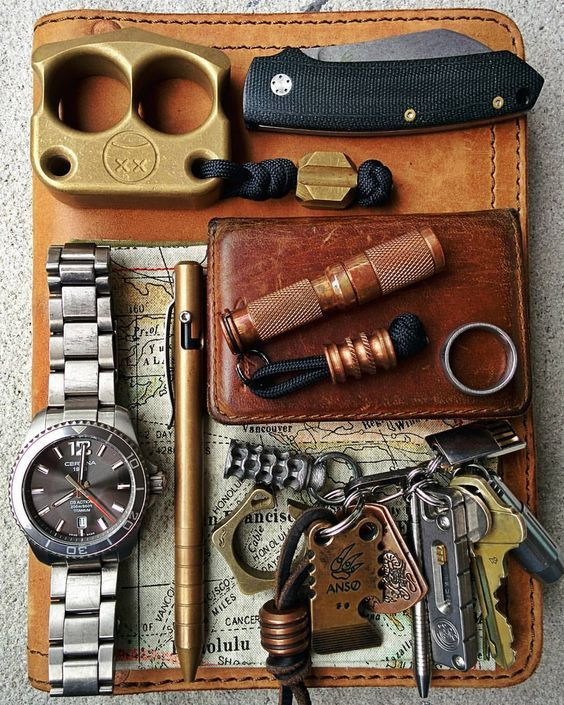 My attempt at a more organized pocket dump picture - #pocketdump #afrankart…