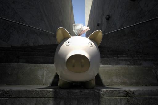 Ein Sparschwein mit Euro-Banknoten