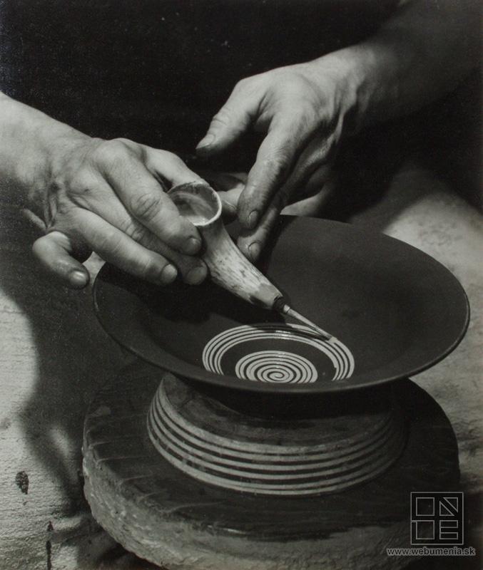 Ester Plicková - Beauty of clay. Making of a plate with a horn / Krása hliny. Výroba taniera pomocou rožka. Pozdišovce (1950)   property of Slovak national gallery