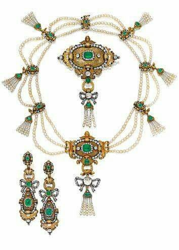 Emerald, pearl and gold suite of jewelry from circa 1840