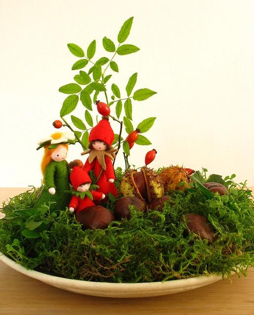 Nature Table September - Jahreszeitentisch September    The little dog rose…