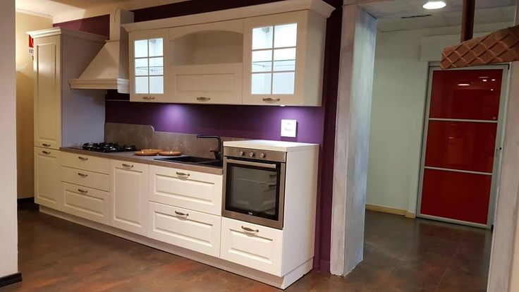 Asolo di Arredo3 Cucine in frassino laccato bianco.