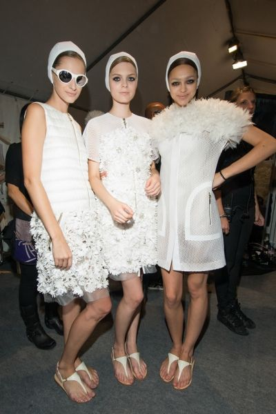http://www.elle.it/var/elleit/storage/images/moda/shopping/easy-chic/look-vestiti-abiti-dress-total-white-stile-primaverile-collezioni-prima...