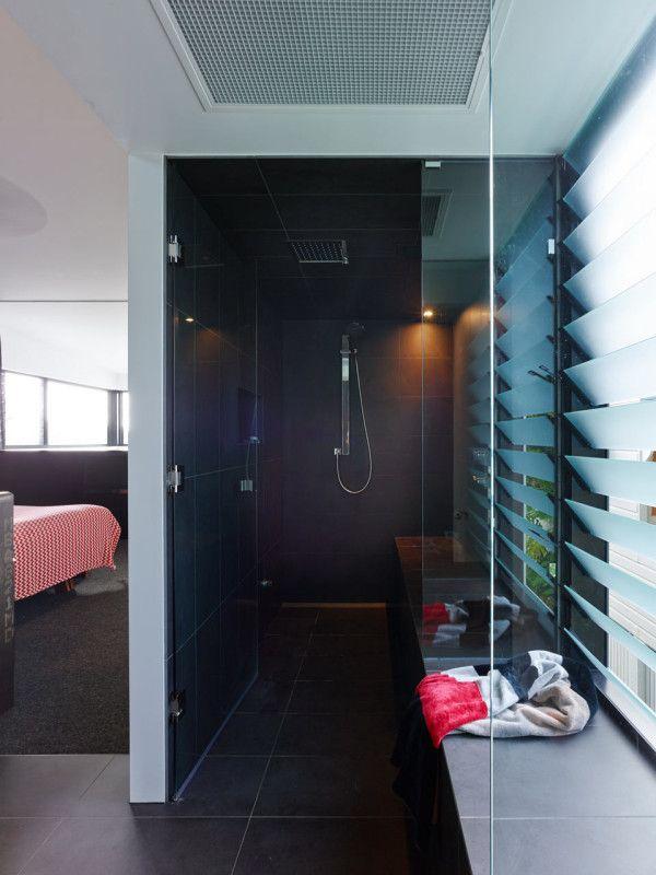 Minimalist black shower