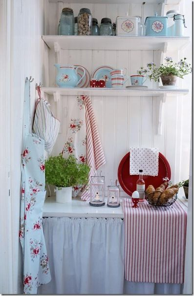 Lovely combination of eggshell white, pale blue, and muted red. Enough country without being too saccharinely cute. Simple enough without being lacking in function. Every item in this corner you can do by yourself.