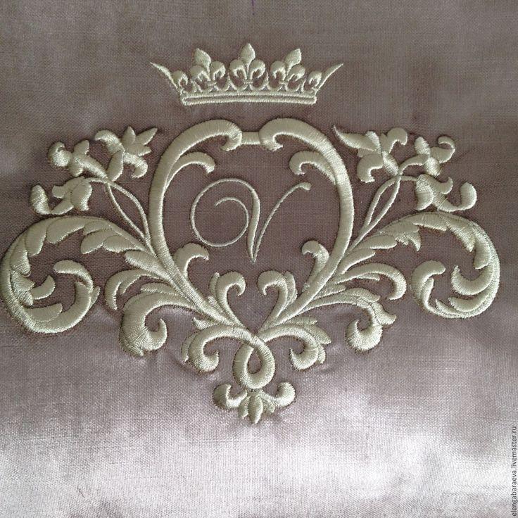 Купить Декоративная подушка бархатная - Королевская монограмма ( заготовка) - золотой, вышивка золотом