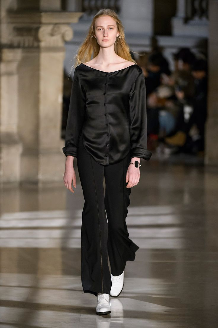 5. Wadded shirt in viscose satin, ared pants in high density wool gabardine, heeled oxford in leather