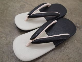 雪駄/草履 カレンブロッソZETTA の バイカラー別注デザインです。 Setta/ Zori (Japanese footware)  ROBE JAPONICA Original Design item