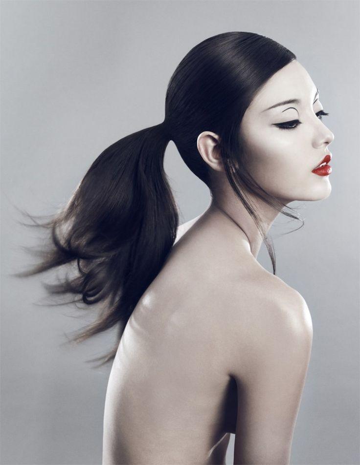 Graphic eye makeup | Xi Sinsong for Elle Vietnam