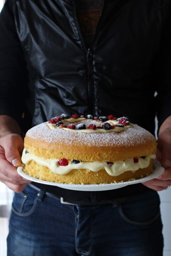 Chiffon cake senza glutine alla crema chantilly e frutti di bosco