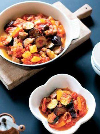 ズッキーニを使う料理の定番。たくさん作って一晩置くと更に美味しさアップです。