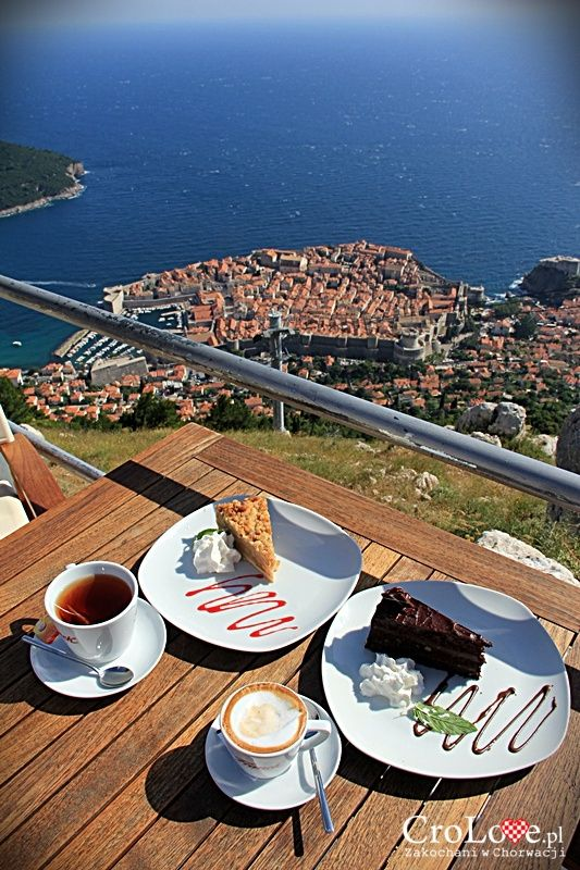 Deser na wzgórzu Srđ w Dubrowniku || http://crolove.pl/wzgorze-srd-w-dzien-i-w-nocy/ || #Srd# #Dubrownik #Dubrovnik #Chorwacja #Croatia #Hrvatska #Travel #Trip #summer
