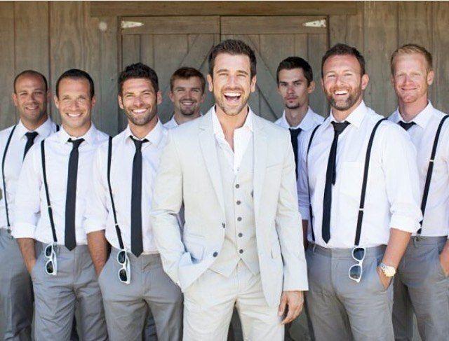 Para inspirar a sexta-feira com esse noivo e padrinhos incríveis!!   @sooevents  #noivo #padrinhos #despedidadesolteiro #casamento #wedding #groom #bestmen