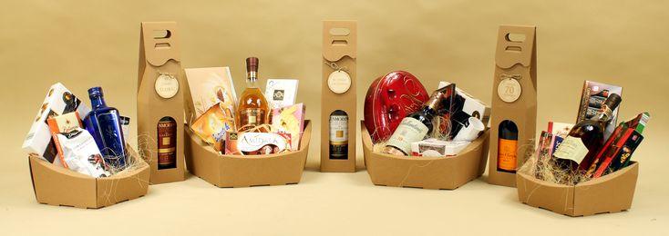 Kosze prezentowe  Ozdobne kosze upominkowe Kosze ozdobne świąteczne i okolicznościowe - to idealna propozycja napraktyczny prezent firmowy, na urodziny, prezent dla rodziców, kontrahenta lub inną okazję. Wybierz kosze upominkowe jako ekskluzywne Prezenty dla Kontrahentów, Klientów, Firm i Pracowników. Koszeświąteczne, okolicznościowe orazprezentoweczyupominkowez alkoholem, ze słodyczami, kawą i herbatą. Zapraszamy!!