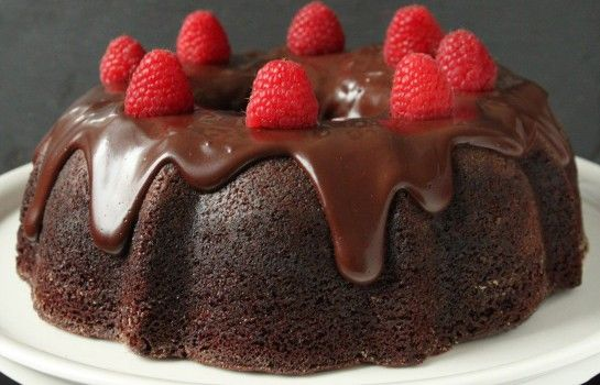 Σοκολατένιο κέικ με γλάσο σοκολάτας νηστίσιμο