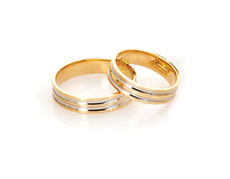 Pareja de alianzas Argyor 5150210R, de 5 milímetros de ancho. Vistas en las joyerías F&C de Filipinas. Se trata de un modelo de oro amarillo pero incorpora un baño de rodio que blanquea las líneas interiores en bajorrelieve.