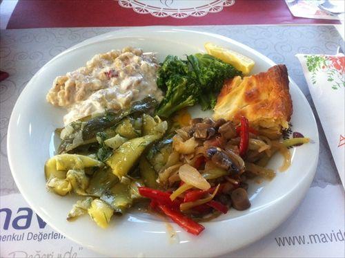 Zeytinyağlı çeşitliliği çok güzel tam ege yemekleri hafif ve doyurucu