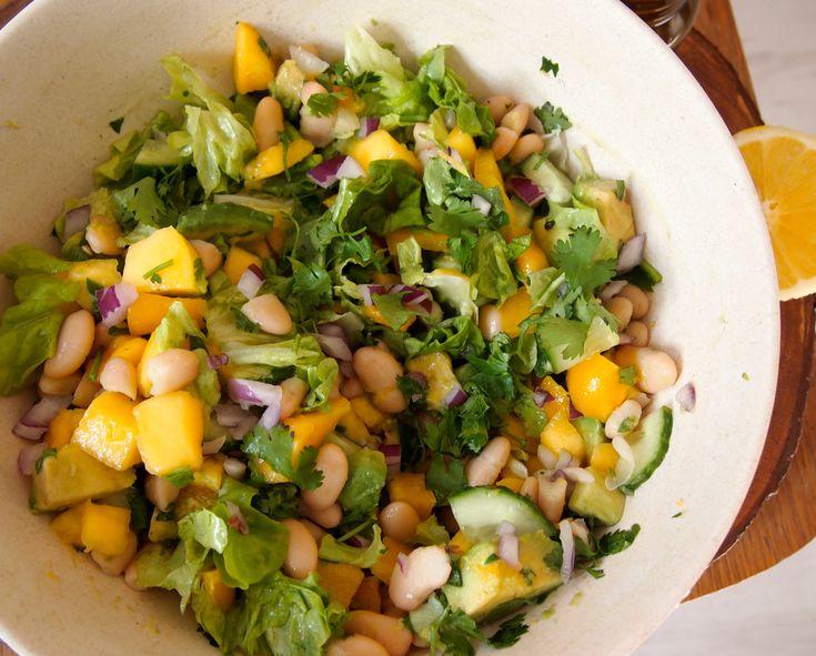 Zomerse salade met mango, sla en bonen (de groene meisjes)