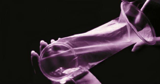 El preservativo masculino vende anualmente millones de unidades en el mundo, el condón femenino apenas es conocido y poco comercializado por falta de información, de acuerdo a la asociación Salud Integral para la Mujer, SIPAM.