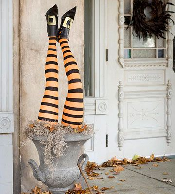 Halloween decorations - I must do this at Halloween!  Love it!! =)
