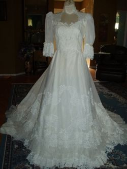 Wedding dress can be costly. Have you ever considered a Vintage Wedding Dress for that special day? Vintage Wedding Dresses are readily available...