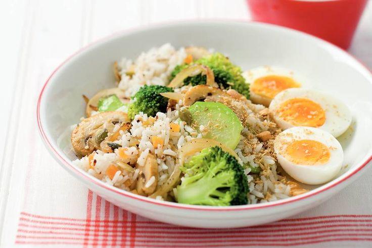 Notenrijst met broccoli en satésaus