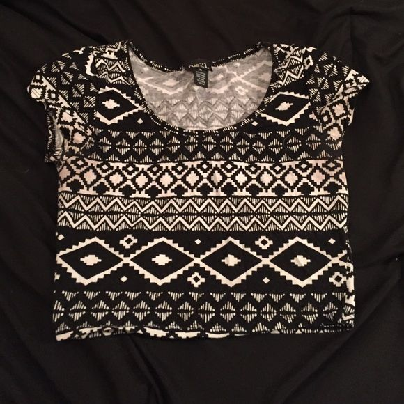 FREE (read below) RUE 21 Aztec crop top Super cute Aztec crop top. Rue 21. Size medium. Worn once. IM TRYING TO CLEAR OUT MY CLOSET SO I WILL BE GIVING AWAY WITH SHIRT FOR FREE WITH A PURCHASE OF ANYTHING ELSE FROM MY CLOSET! If you're interested in the offer please comment Rue 21 Tops Crop Tops