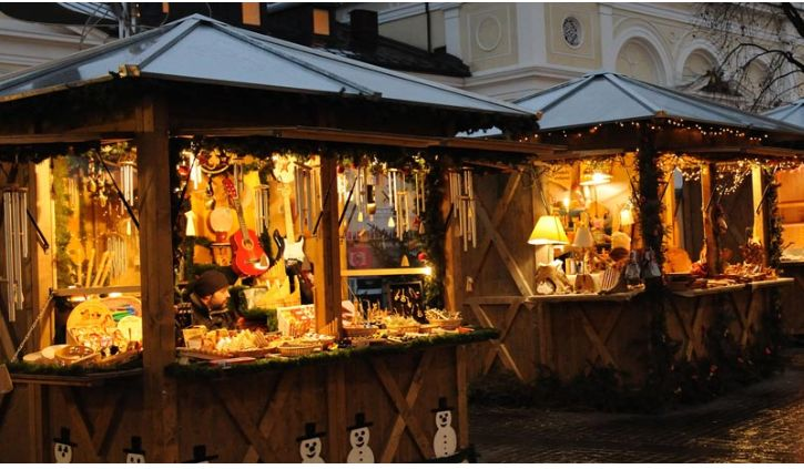 2015 Christmas market, in Merano, Piazza del Duomo, and surrounding downtown streets, about 140 miles north of Vicenza; Nov. 27 – Jan. 6, 2016, Monday-Thursday and Sunday, 10 a.m.-7:30 p.m.; Friday-Saturday and Italian holidays, 10 a.m.-8 p.m.; Dec. 24, 10 a.m.-3 p.m.; closed on Dec. 25; Dec. 31, 10 a.m.-4 p.m.; Jan. 1, 10:30 a.m.-7:30 p.m.; food booths and entertainment.