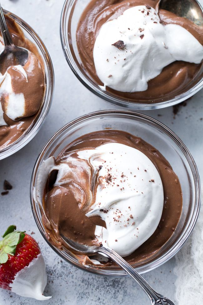 Super easy, 4 ingredient paleo and vegan chocolate pudding that's so perfectly rich and creamy that you won't believe it's dairy free!