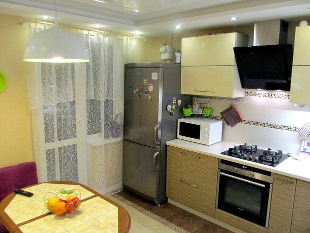 серый холодильник