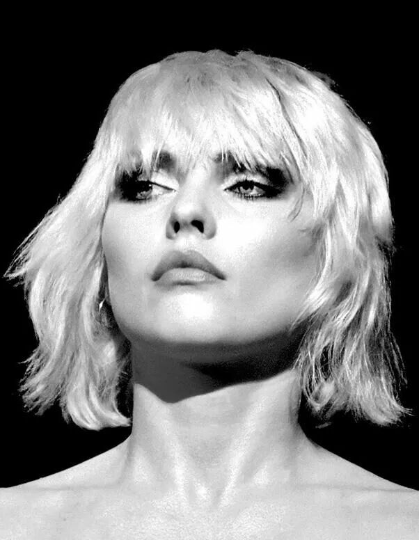 Debbie Harry...classic beauty in a rock and roll world! <3                                                                                                                                                      Mais