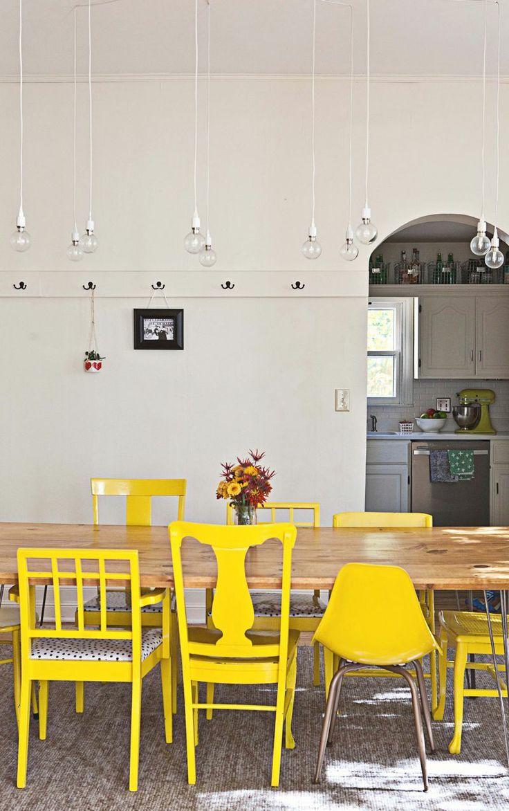 Zo combineer je verschillende eetkamerstoelen rond één tafel Roomed | roomed.nl