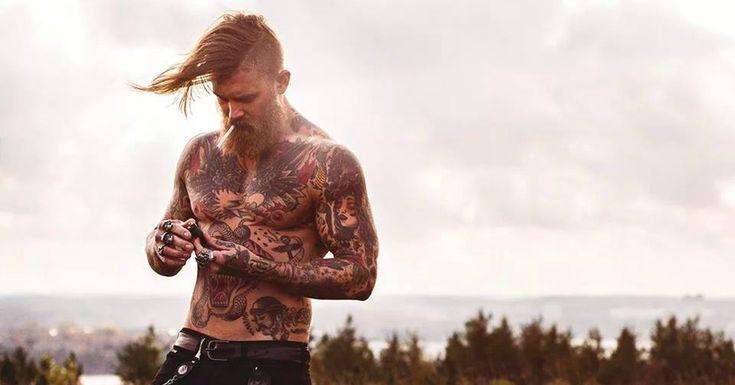 Forse il suo nome non vi sarà troppo familiare, ma questo modello canadese ha invaso i social network sotto lo pseudonimo di spizoiky, diventando l'uomo tatuato più spettacolare nella storia di
