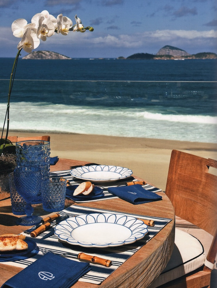 Love this beachside dining by Alberto Pinto...what fun!: Table Settings, Beach House, Pink Pagoda, Memorial Day, La Table, Lunch, White Memorial, Blue And White