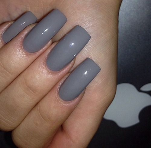 Grey tapered square nails