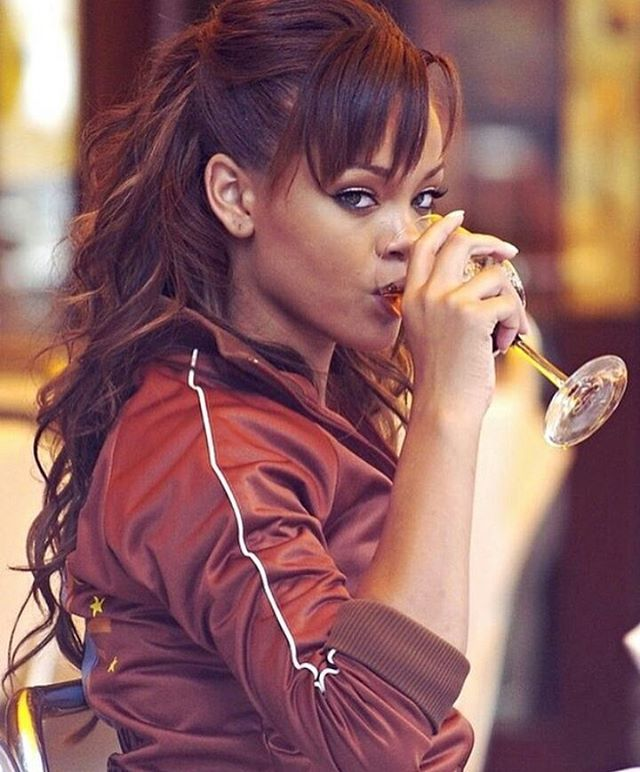 "4,075 Beğenme, 26 Yorum - Instagram'da Badgalriri Rihanna (@badgalririslayed): ""Babygirl Robyn got me like """