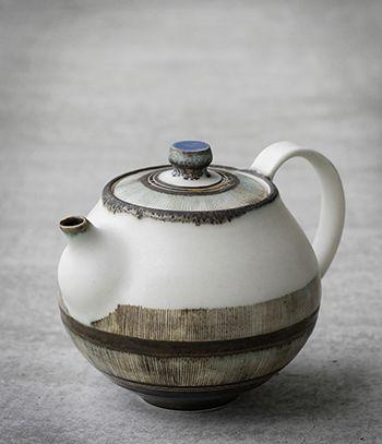 Teapot by Yasuko Ozeki//