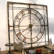 Horloge carrée ajourée en métal vieilli Chehoma
