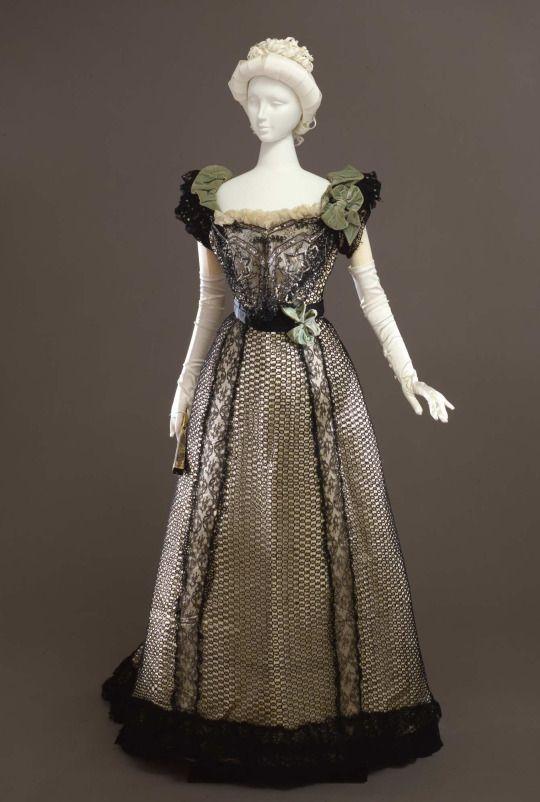 Evening dress ca. 1898-1900 From the Galleria del Costume di Palazzo Pitti