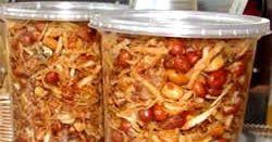 beritain.com ~ Resep Sambal Teri Kacang goreng teman nasi uduk. Makanan Sambel simpel namun enak cara membuat tak susah, masakan tetap renyah