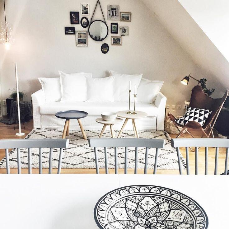 Första bäddsoffan från IKEA var sönder men idag kom en ny och hel.  #interior…