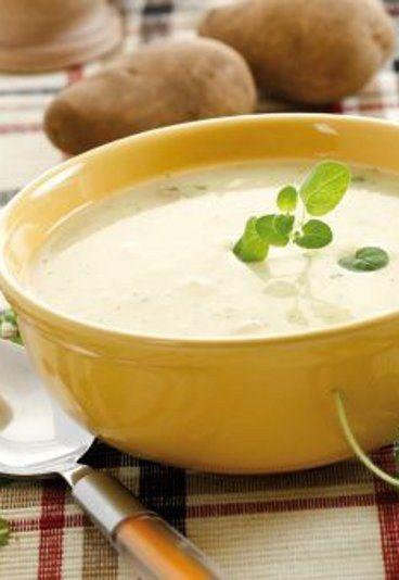 """Kartoflanka śląska - PRZEPIS na kartoflankę wg M. Gessler - Tradycyjna kartoflanka, czyli śląska zupa na ostro, której ciekawego smaku dodaje musztarda, to nieco zapomniana zupa. Dzięki """"Kuchennym rewolucjom"""" być może wróci znów do łask..."""