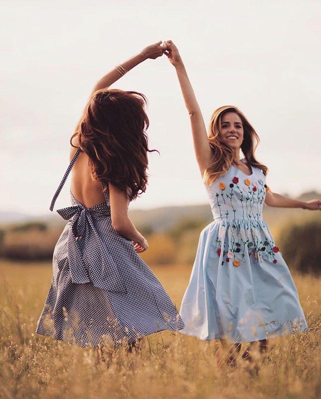 auf einem feld tanzen