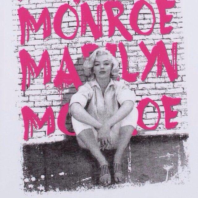 Этой весной дерзкие #принты в стиле 70-х на пике моды. Смело сочетаем их, завиваем кудри и вплетаем в волосы живые цветы! На фото: футболка - 399₽. #ТВОЕ #твоевесна #tvoe #trends #marilynmonroe #beauty #beautiful #cute #clothes #fashion #girls #girl #wear #white #waves #accessories #actress #icon #idol #popular