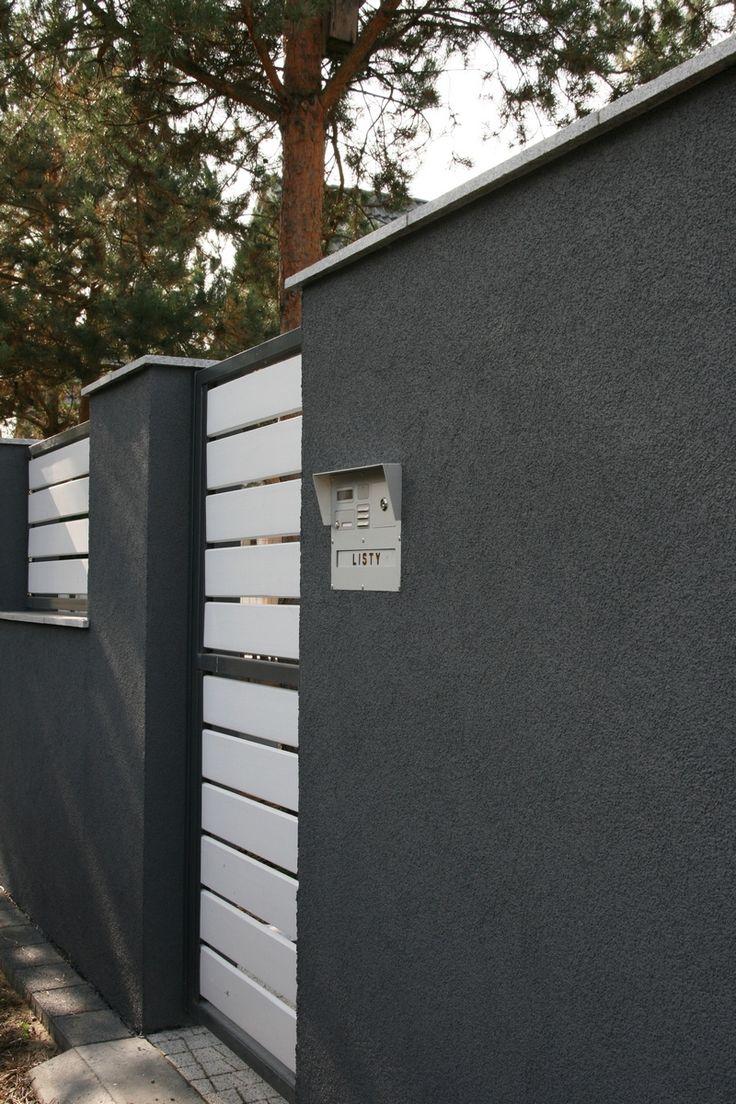 Szarości i biele - nowoczesne ogrodzenie i skrzynka listowa #radbit z czytnikiem kluczy elektronicznych #entrance